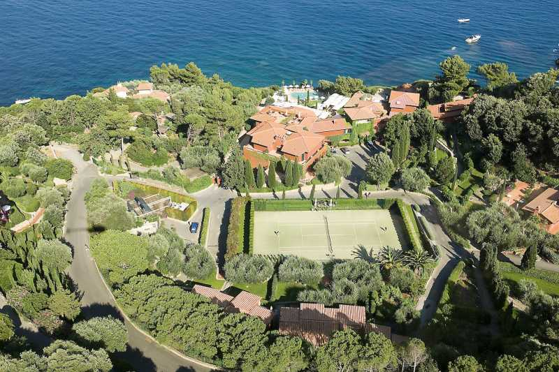 Villas with Tennis Court
